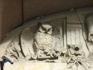 800px-lidval house antrance2 owl